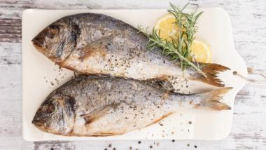 Mangiare pesce può ridurre i sintomi dell'artrite reumatoide